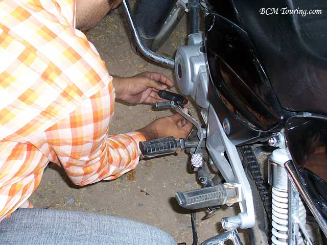 http://www.bcmtouring.com/articles/cleaning-and-lubricating-motorcycle-chain/chain.jpg