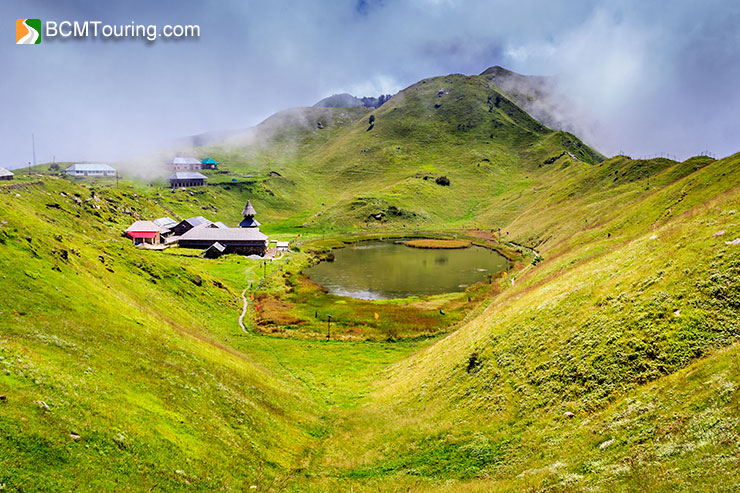 prashar-lake-and-temple