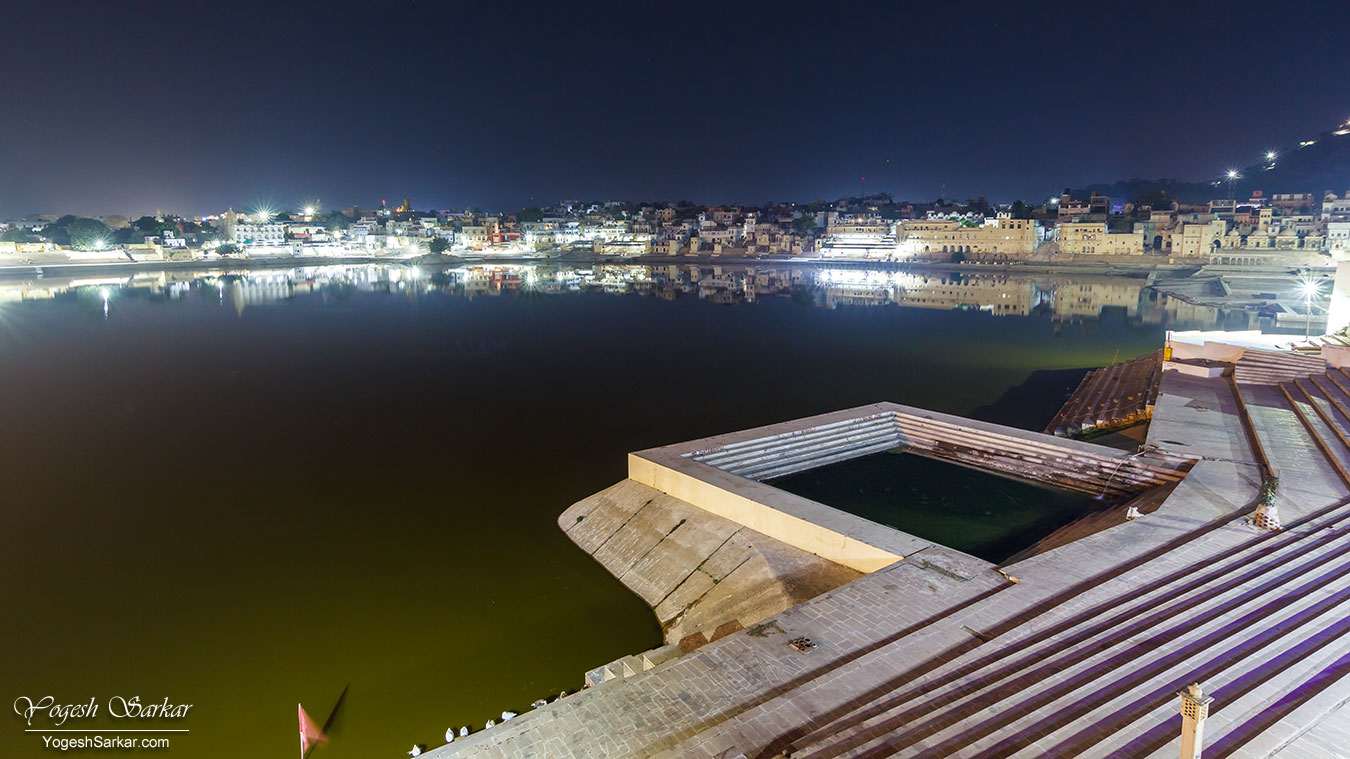 02-pushkar-lake-at-night.jpg