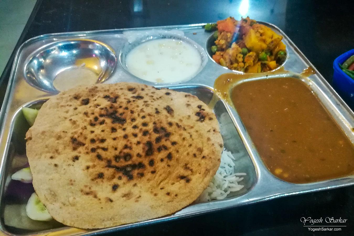 02-veg-thali-at-kurkshetra.jpg