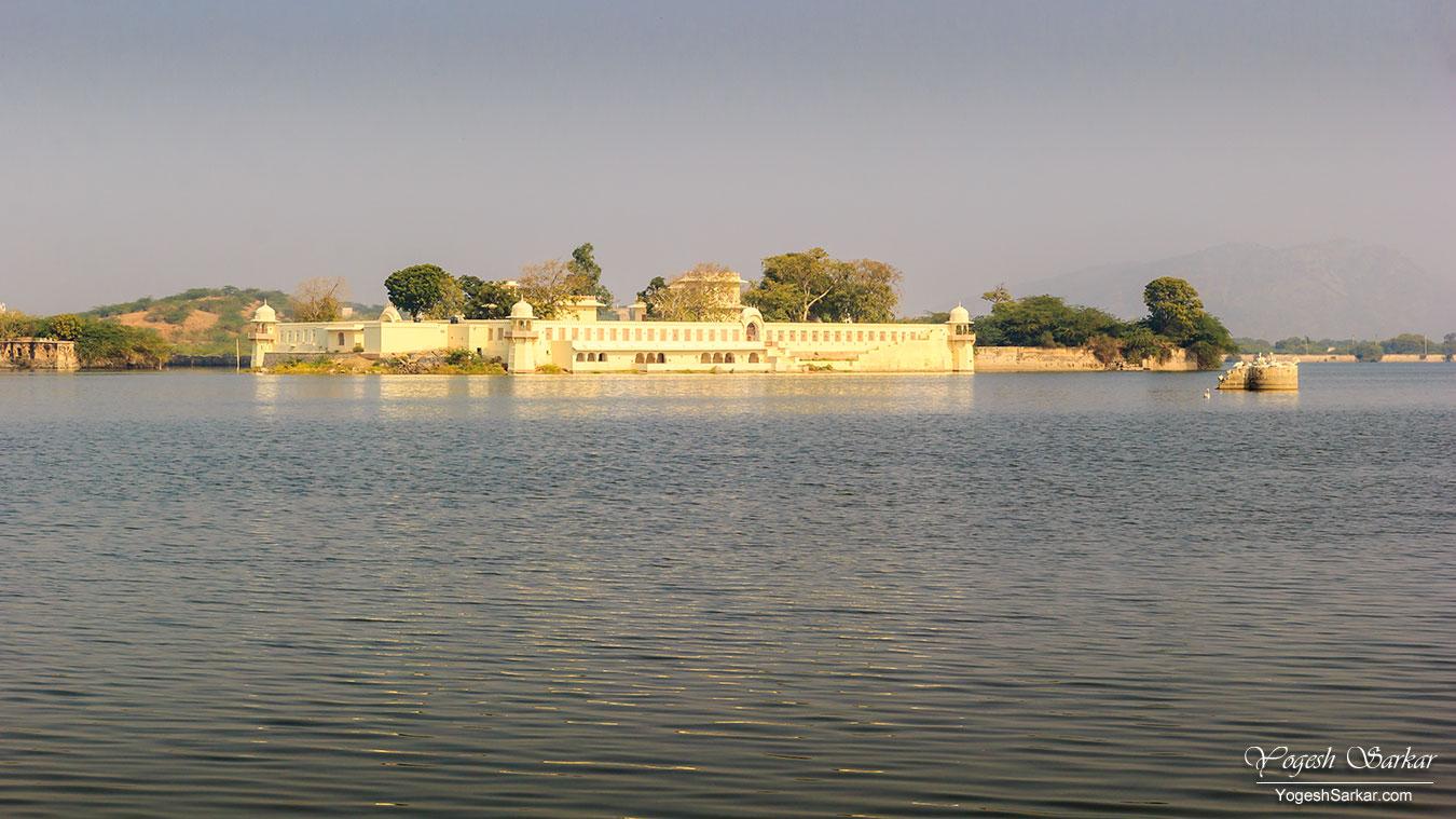06-Mokham-Vilas-gundolav-lake-kishangarh.jpg