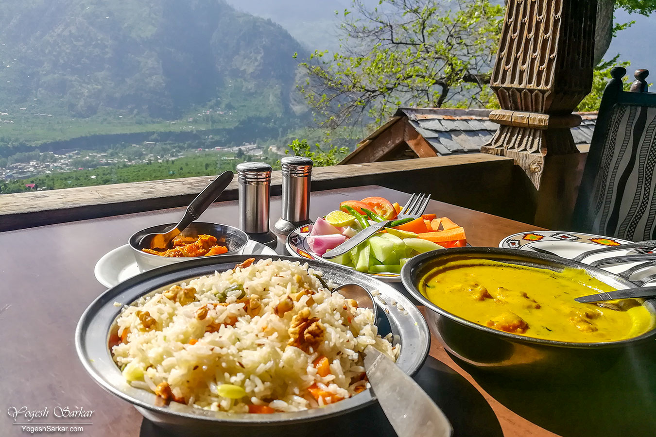 08-lunch-at-naggar-castle.jpg