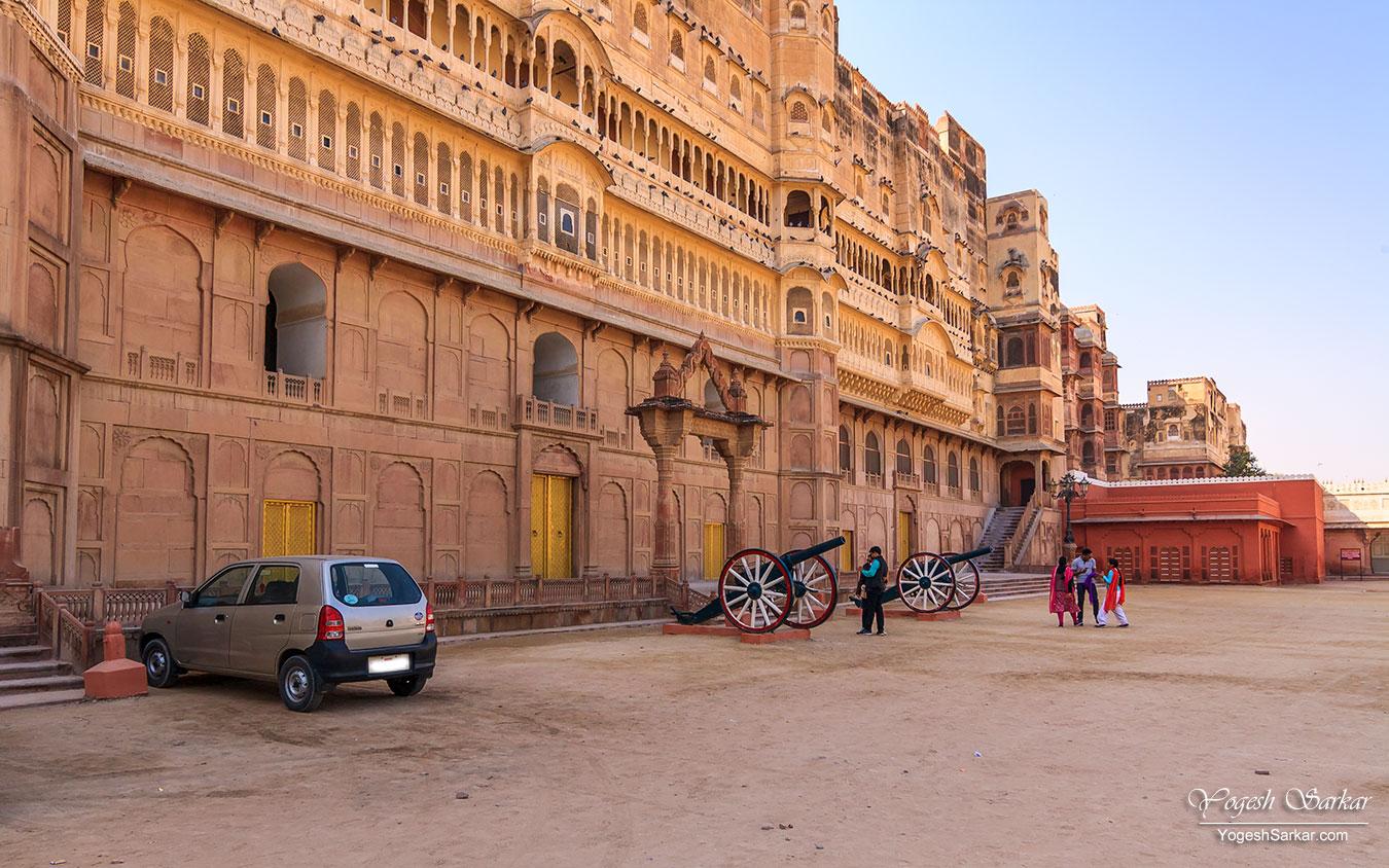 25-bikaner-palace-parking.jpg