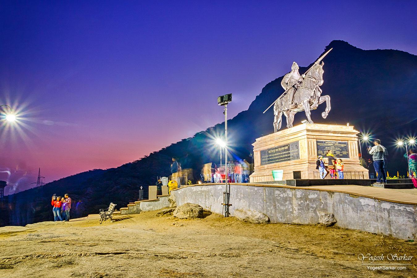 27-maharana-pratap-statue-at-night.jpg