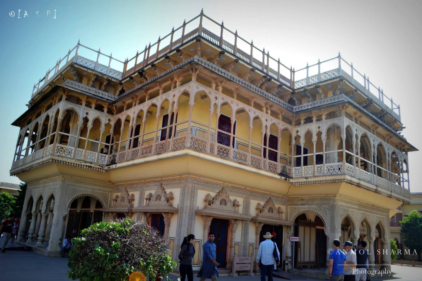 jaipur guys Jaipur city is situated in the middle of rajasthan and is a famous place for tourists now get the best experience of jaipur tourism with jaipur city tour we also provide local cab service and airport taxi service all over the jaipur.