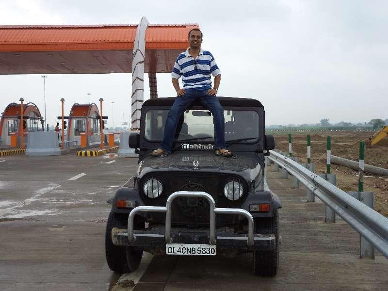 threads traveling agra yamuna expressway