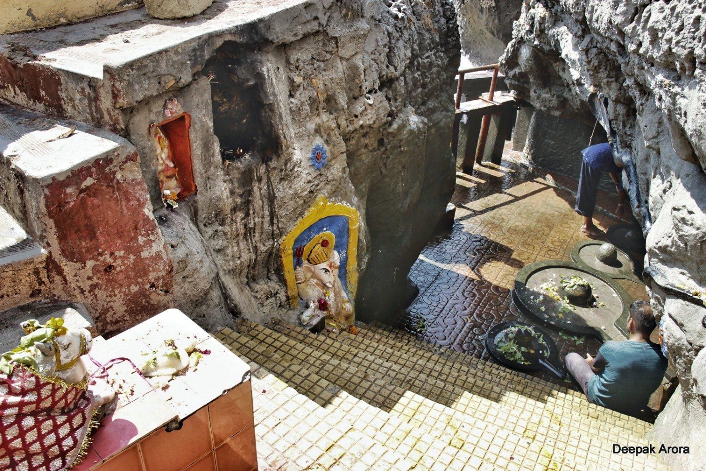 Gangeshwar Temple Diu.jpeg