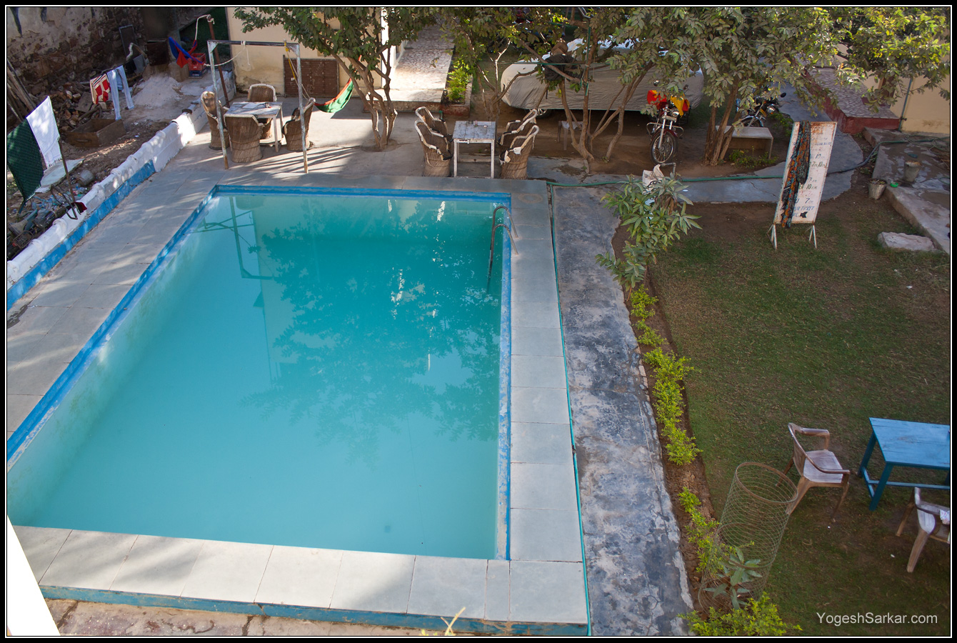 hotel-narayan-palace-swiming-pool.jpg