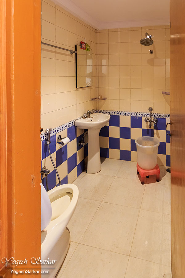 hotel-royal-park-washroom.jpg