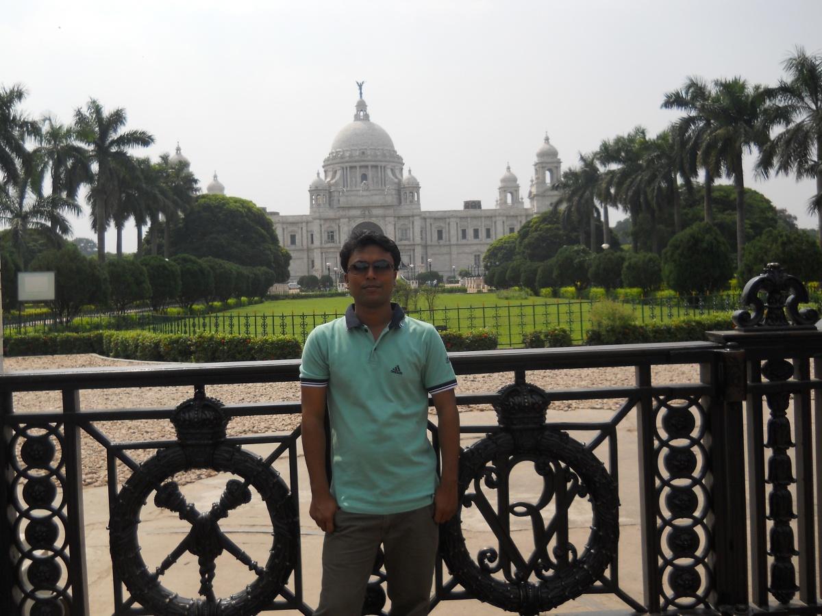 In Front of Victoria Memorial(1).jpg