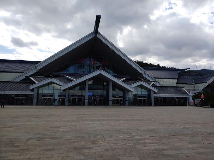 lijiang railway station.jpg