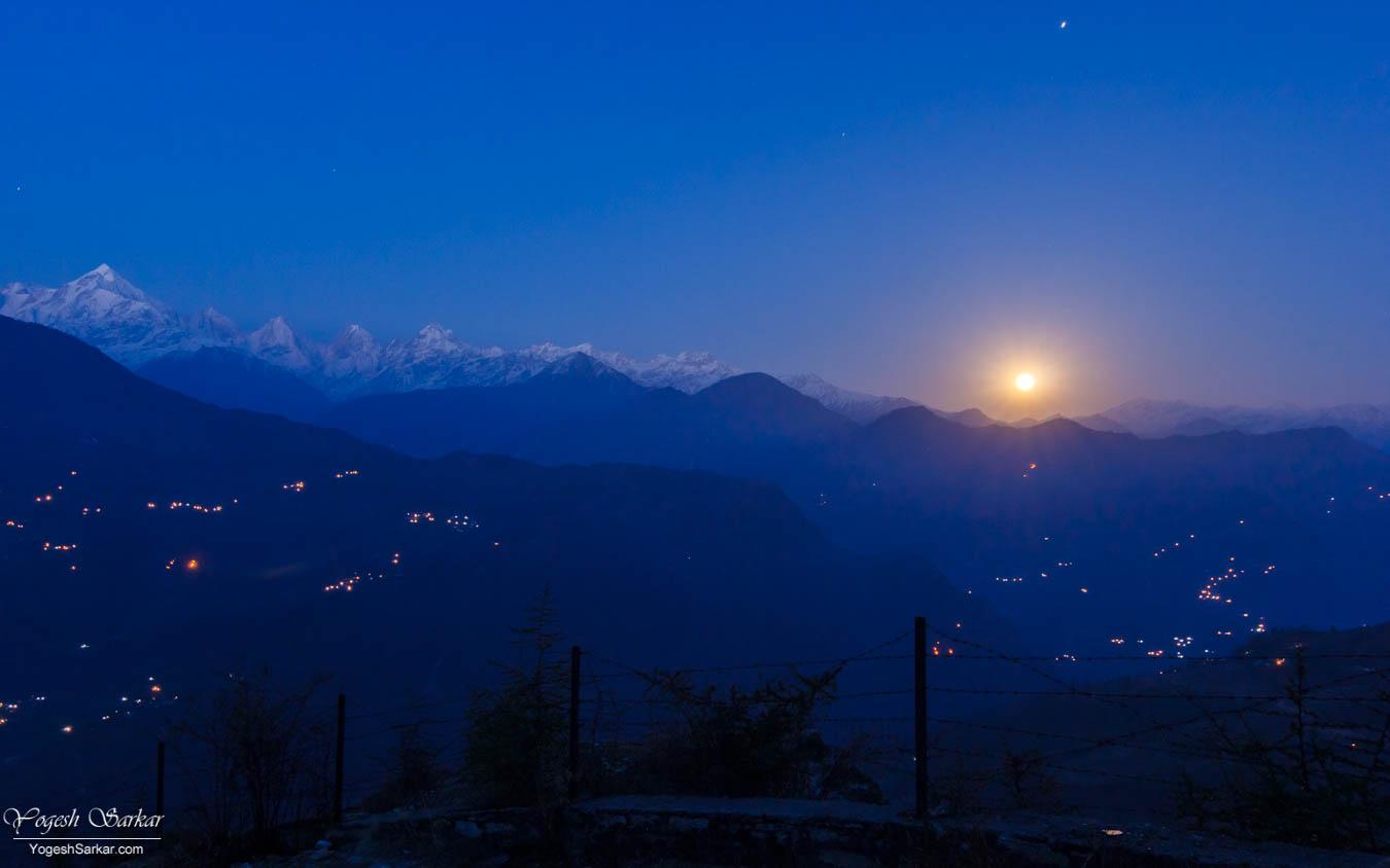 munsiyari-moon-rise.jpg