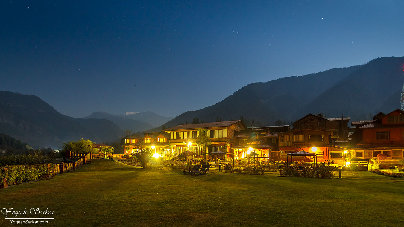 pahalgam-hotel-at-night.jpg