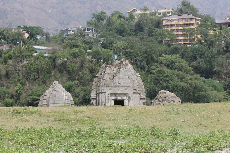 Temple under water Bilaspur 6.jpg