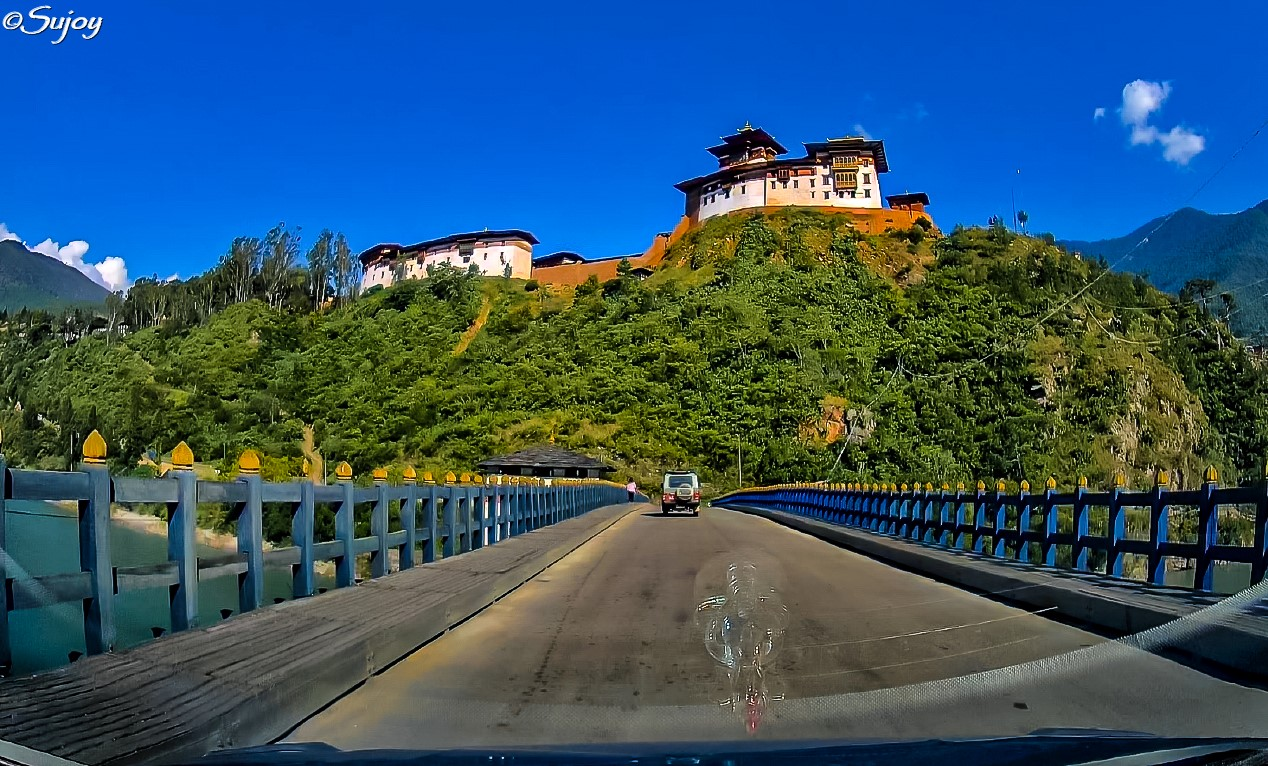 Wangdu Podrang Dzong.jpg