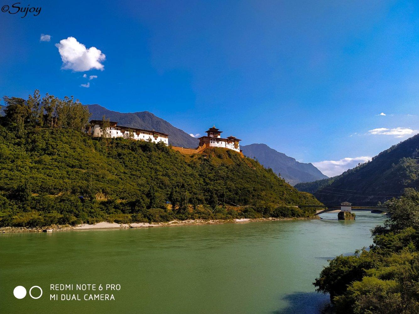 Wangdue Podrang Dzong and Puna Tsang Chu.jpg