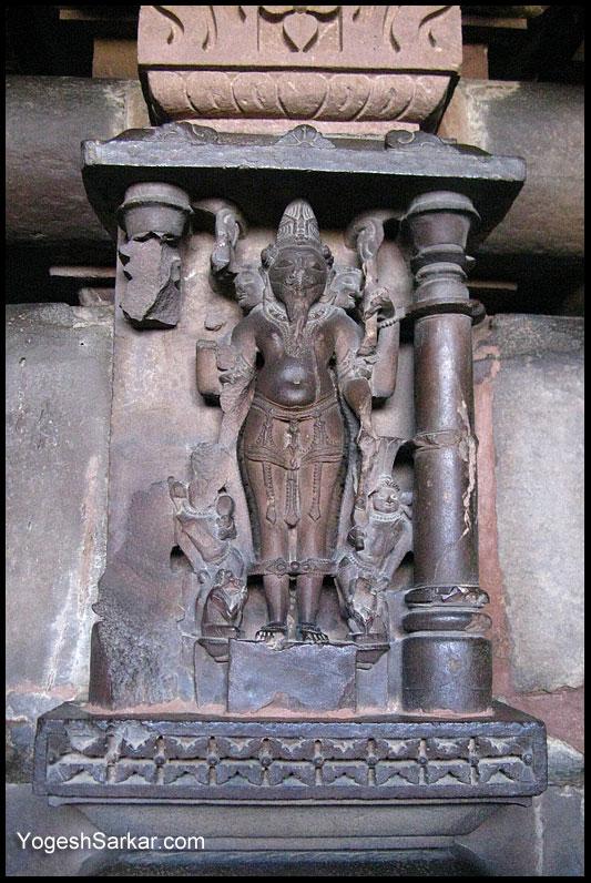 Khajuraho, travel to the heart of India!   Page 8   India ... Kandariya Mahadeva Temple Inside